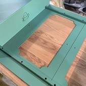 Atome Vert Réseda en plein assemblage // Work in Progress ⚙️🔩🔧 • • • • #blaqandco #madeinfrance #bureau #mobilier #steel #design #decorationinterieur #instahome #ideat #atelier #designerboxmaker