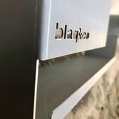 """""""La simplicité est la sophistication suprême"""" - Léonard de Vinci Nos prototypes avancent, de multiples petits objets et quelques nouveaux meubles, ici nous vous dévoilons une partie de notre petite étagère murale, une allure épurée, simple, mais pas tant finalement! • • • • #blaqandco #design #mobilier #steel #interiordesign #prototype #madeinfrance"""
