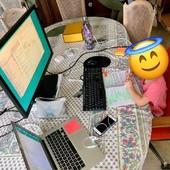 Quand ta fille te propose de travailler un peu à ta place pour que tu profites des vacances. Petit ange ! • • • • #blaqandco #design #mobilier #family #maman #mum #love #mamanlyonnaise #lyon