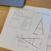 Dans les nouveautés à venir un bureau tréteaux. Différent de nos bureaux Atome ou Biseau mais toujours très élégant avec des panneaux bois et de l'acier plié. A suivre... • • • • #blaqandco #design #mobilier #bureau #interiordesign #madeinfrance🇫🇷