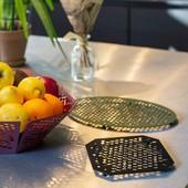 Voici le verdict : oui cet objet décoratif mais pas que, n'est autre que notre dessous de plat. Nous vous le proposerons dans 2 formes, une ovale pour accueillir votre grande marmite et une carrée pour vos plats plus modestes. Chacun se déclinera en 3 couleurs :  le noir, le rouge vin et le vert olive. A table! 😋 • • • • #blaqandco #design #germain #steel #interiordesign #prototype #madeinfrance